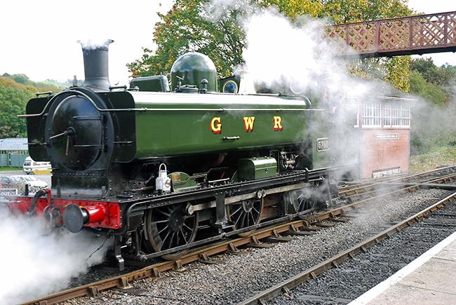 5786 enters  Buckfastleigh yard