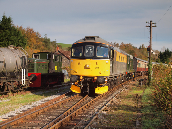 33 002 rescues D8110 at Staverton